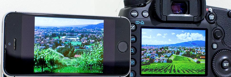 Foto auf einem Smartphone und einer DSLR