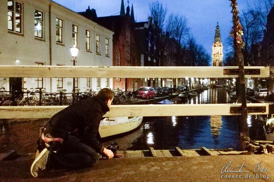 Fotograf Christian Öser während der Arbeit in Amsterdam