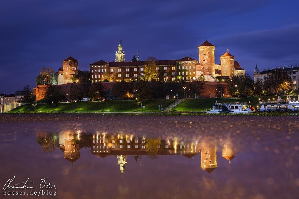 Spiegelung des Krakauer Wawel in der Abenddämmerung