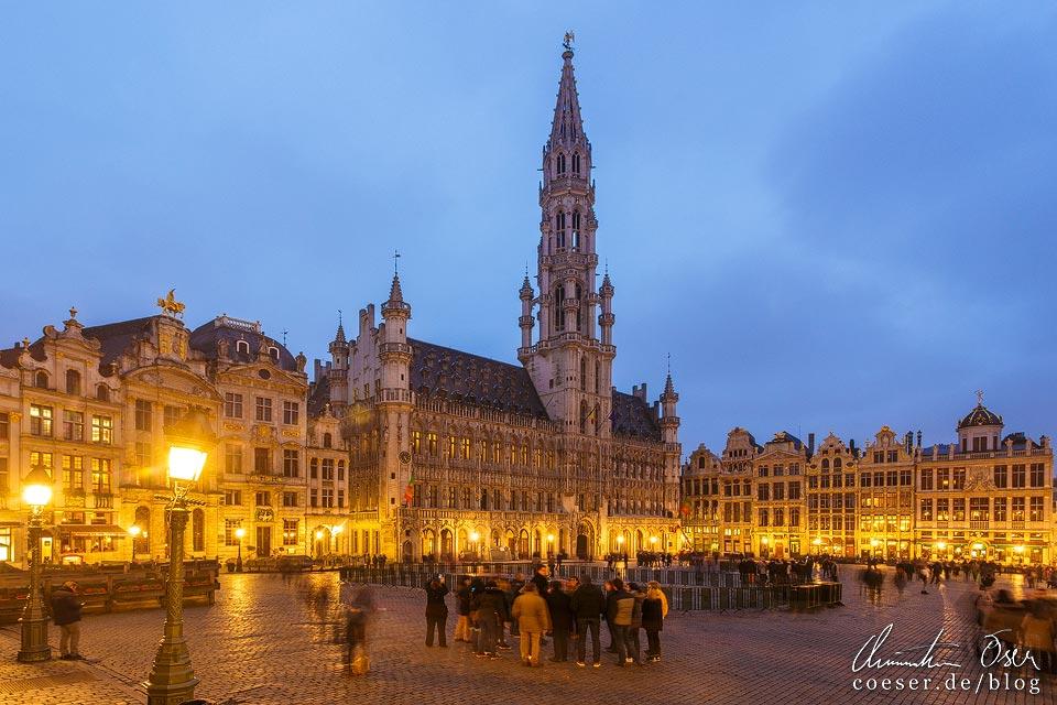 Grand-Place von Brüssel in der Abenddämmerung