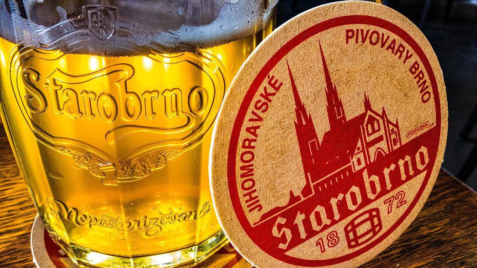 Ein Glas Bier in der Brauerei Starobrno