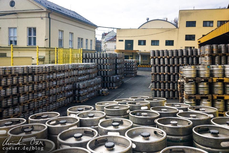 Bierfässer in der Brauerei Starobrno in Brünn