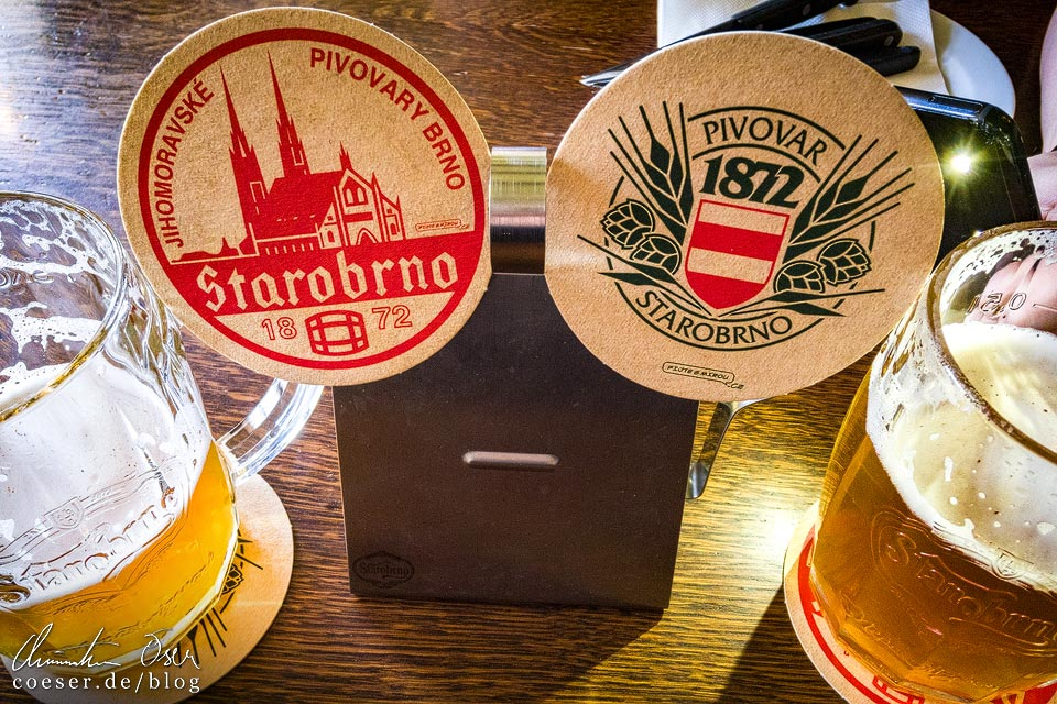 Zwei Bierdeckel in der Brauerei Starobrno in Brünn