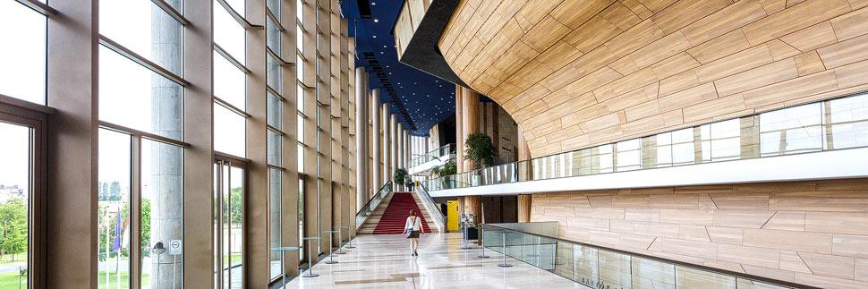 Moderne Architektur im Palast der Künste in Budapest