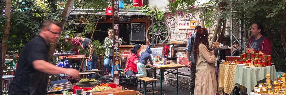 Bauernmarkt im Szimpla Kert Ruinenpub in Budapest