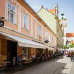 Die Gasse Poštna ulica in der Altstadt von Maribor