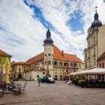 Der Schlossplatz mit Blick auf die Stadtburg von Maribor