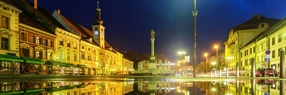 Beleuchteter Hauptplatz in Maribor