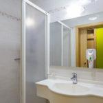 Bad im Doppelzimmer im Hotel Ibis Styles Maribor City Center