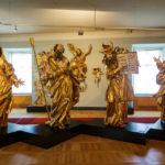 Ausgestellte Statuen in der Stadtburg von Maribor