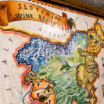 Karte mit den slowenischen Weinregionen im Weinkeller Vinagova vinska klet in Maribor