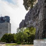 Denkmal der Revolution und TR3-Gebäude in Ljubljana