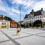 Kongressplatz mit Burg, Philharmonie und Universität in Ljubljana