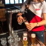 Bierkostproben während einer Führung durch die Brauerei Union in Ljubljana