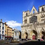 Außenansicht der Cathédrale Saint-Jean-Baptiste in Lyon