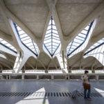 Der Bahnhof auf dem Flughafen Aéroport de Lyon Saint Exupéry von Stararchitekt Santiago Calatrava