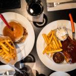 Barbecue Chicken und ein Hickory Burger im Hard Rock Cafe in Lyon