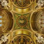 Innenansicht der Kirche Notre-Dame de Fourvière in Lyon