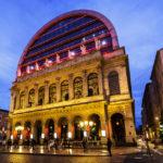 Das beleuchtete Opernhaus Opéra de Lyon