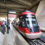 Mit der Straßenbahn Rhônexpress gelangt man vom Flughafen ins Zentrum von Lyon und zurück