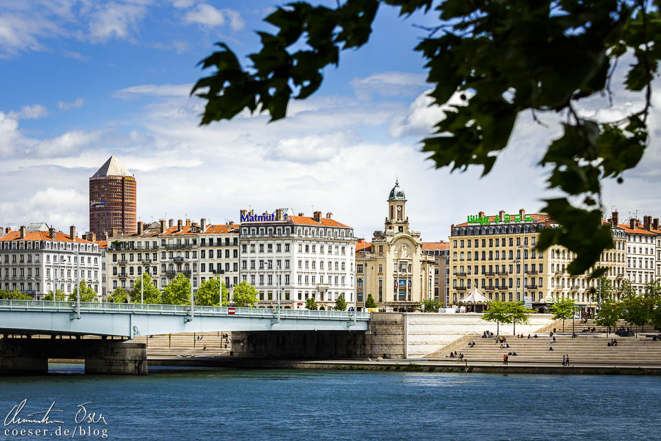 Blick auf die Brücke Pont de la Guillotière und den Turm des Radisson Blu Hotels in Lyon