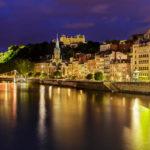 Abendlicher Blick vom Saône-Ufer auf den Lyoner Stadtteil Saint-Georges