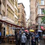Touristen in der Altstadt Vieux-Lyon