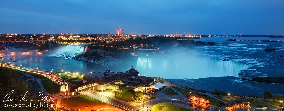 Panorama der beleuchteten Niagarafälle