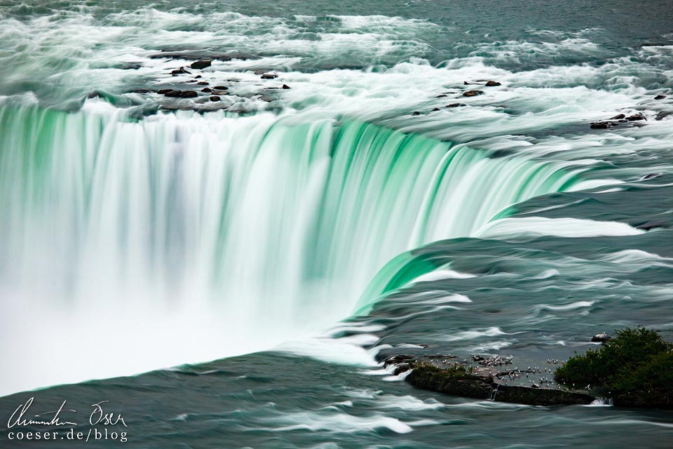 Detailaufnahme der Horseshoe Falls bei den Niagarafällen