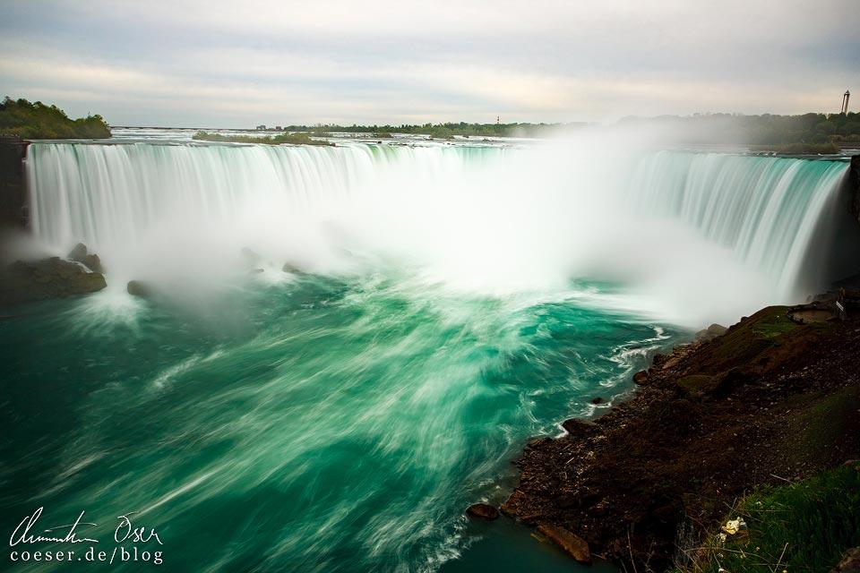 Langzeitbelichtung der Horseshoe Falls bei den Niagarafällen