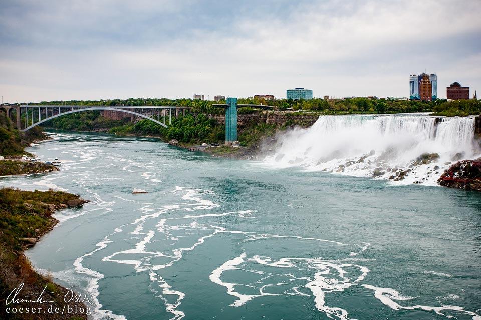 Rainbow Bridge und Niagarafälle