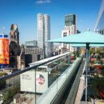Blick auf den Breitscheidplatz von der Dachterrasse des Restaurant NENI im 25hours Hotel Bikini Berlin