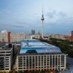Ausblick auf Berlin und den Fernsehturm vom Kuppelgang des Berliner Doms