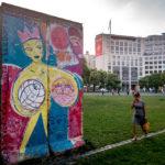 Zahlreiche verzierte Mauerstücke finden sich noch in Berlin