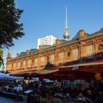 Hackescher Markt und der Fernsehturm in Berlin