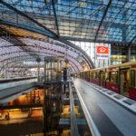 S-Bahn im Hauptbahnhof Berlin
