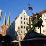 Statue des Heiligen Georg im Nikolaiviertel in Berlin