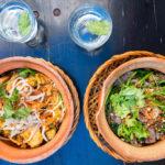 Warmer Reisnudelsalat und Rindfleisch mit Blattspinat im vietnamesischen Restaurant Chen Che