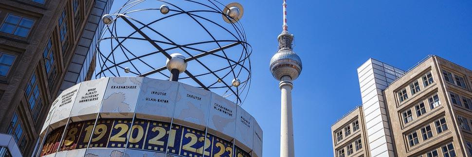 Alexanderplatz in Berlin mit Weltzeituhr und Fernsehturm