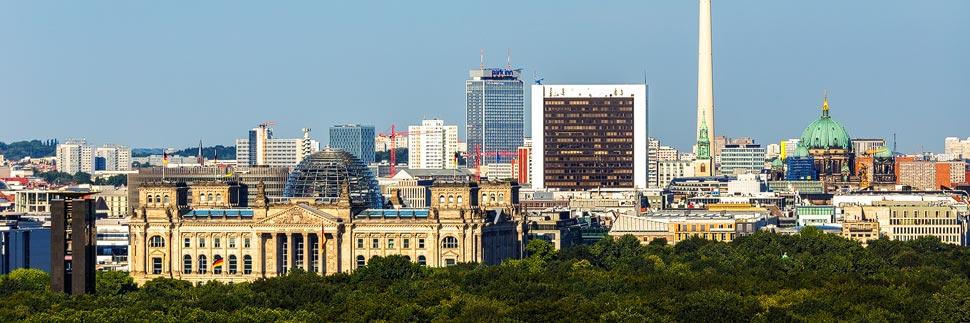 Skyline von Berlin mit Reichstag