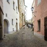 Die Hofgasse in der Linzer Altstadt in Richtung Schlossmuseum