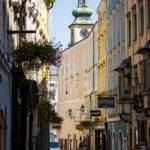 Die Hofgasse in der Linzer Altstadt mit Blick auf die Stadtpfarrkirche