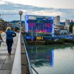 Das beleuchtete Ars Electronica Center (AEC) in Linz