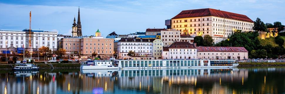 Linzer Schlossmuseum während der blauen Stunde