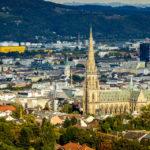 Blick auf den Mariendom von der Franz-Josefs-Warte auf dem Freinberg in Linz