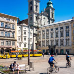 Blick vom Linzer Hauptplatz auf den Alten Dom