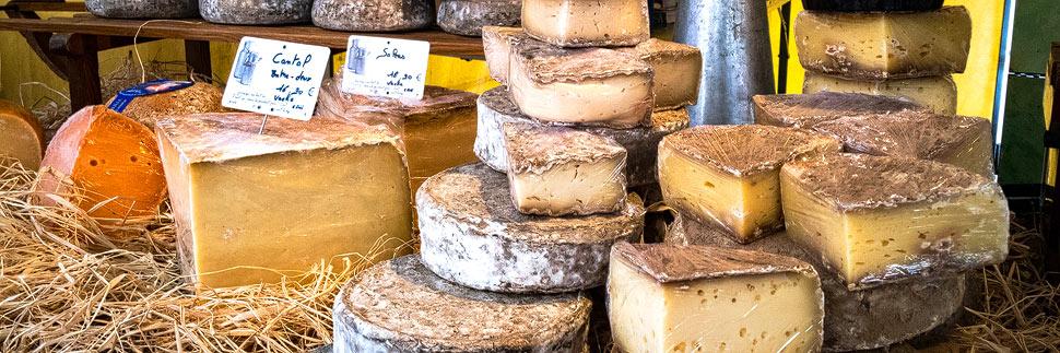 Käse auf einem Markt in Lyon