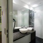 Bad im Doppelzimmer im Hotel Motel One Prag