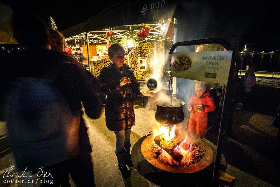 Lammeintopf auf dem Weihnachtsmarkt in Bled