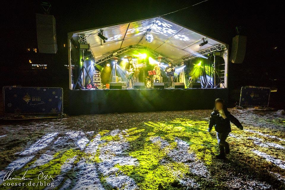 Bühne auf dem Weihnachtsmarkt in Bled